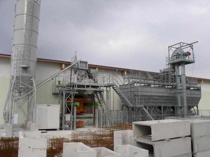 Concrete block manufacturing plant